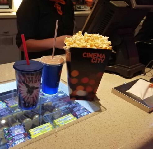 Promítání pro zaměstnance kina občerstvení